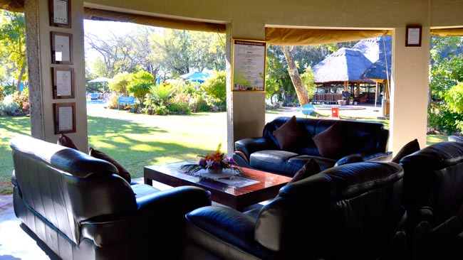 lounge-area-azambezi-river-lodge.jpg (57 KB)