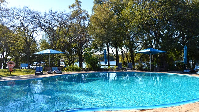 swimming-pool-azambezi-river-lodge.jpg (98 KB)